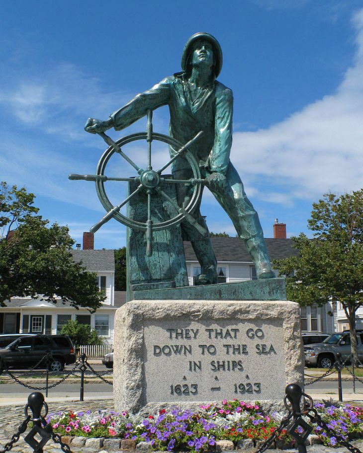 1200px-Gloucester_MA_-_Fisherman's_Memorial